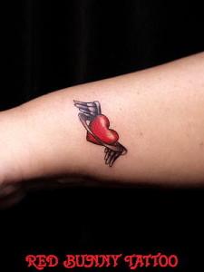 ハートのタトゥー girl tattoo ワンポイントタトゥー