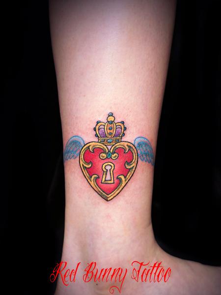 ハートと鍵と羽と王冠 タトゥーデザイン girl tattoo