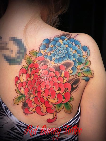 菊 タトゥー デザイン 刺青 女性