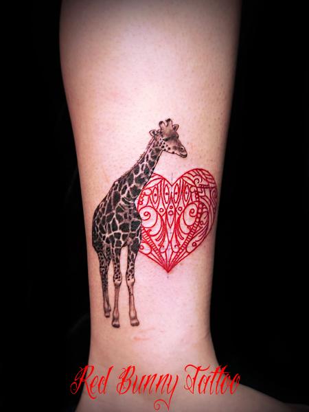 キリンとオリエンタル柄のタトゥー girl tattoo ワンポイントタトゥー・デザインの紹介