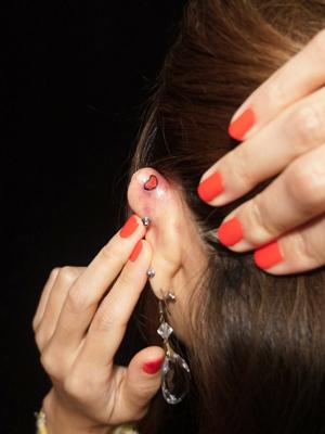 耳 タトゥーデザイン ワンポイントタトゥー 女性 girl tattoo
