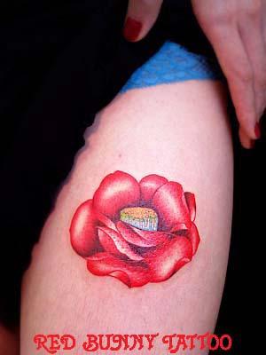 椿 花・植物のタトゥーデザイン 女性のワンポイントタトゥー