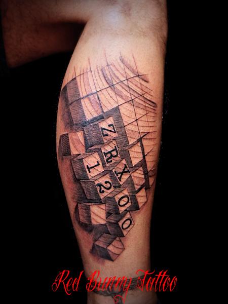 図形と数字のタトゥー cube tattoo