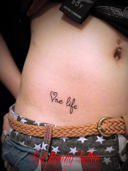 文字のタトゥーデザイン ワンポイントタトゥー girl letter tattoo