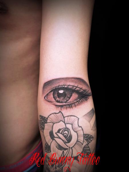 目のタトゥーデザイン eye tattoo