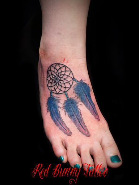 ドリームキャッチャーのタトゥーデザイン 足の甲のタトゥー