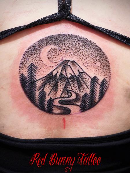 山 ドットのタトゥー mountain design tattoo