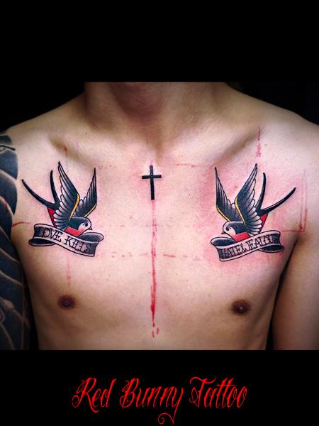 対のツバメのタトゥーデザイン swallow tattoo 胸