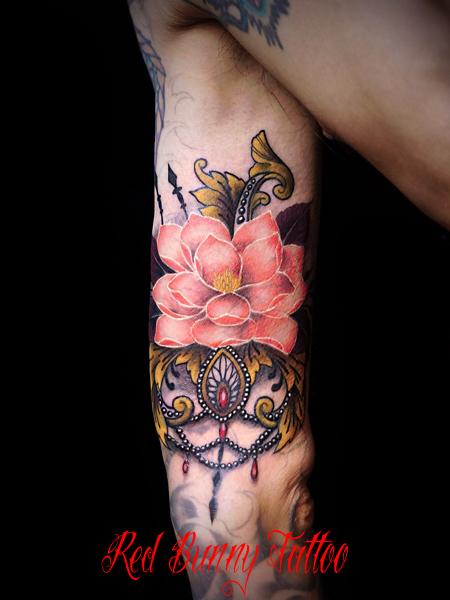 蓮とロココ調装飾のタトゥーデザイン  lotus flower tattoo
