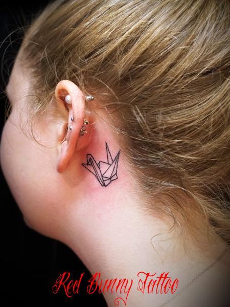 折り鶴・折り紙のタトゥーデザイン 耳裏