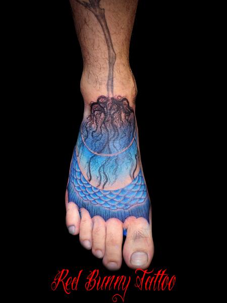 植物の根 タトゥーデザイン 足の甲