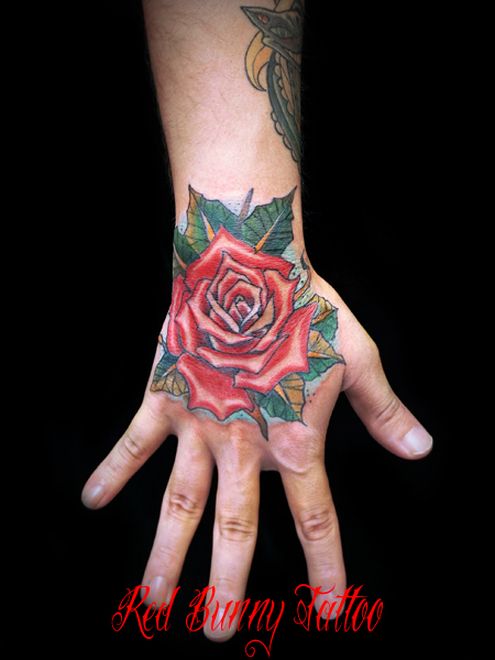 花・植物 バラのタトゥーデザイン 手の甲
