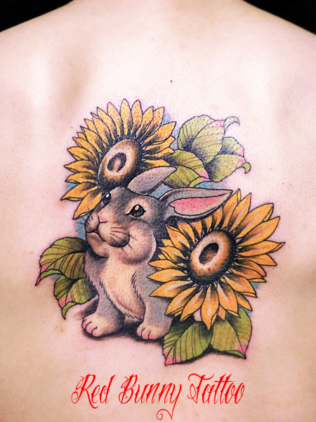 ウサギとヒマワリのタトゥーデザイン  動物と花