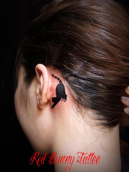 耳裏のタトゥーデザイン・ワンポイントタトゥー