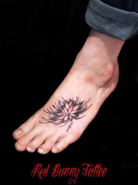蓮のタトゥーデザイン 足の甲 カップル・ペアのタトゥー