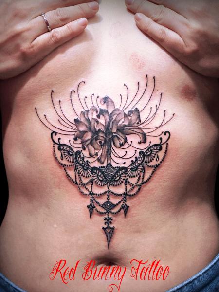 彼岸花とアクセサリーのタトゥーデザイン 曼珠沙華