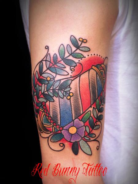 barber tattoo サインポールと花のタトゥーデザイン