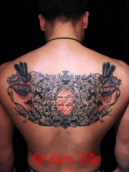 バロック・ロココ模様とベネチアマスクのタトゥーデザイン
