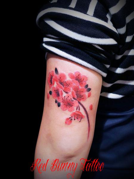 桃・梅のタトゥーデザイン 花・植物のタトゥー