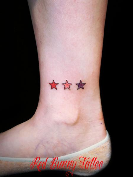 星のワンポイントタトゥー girl tattoo