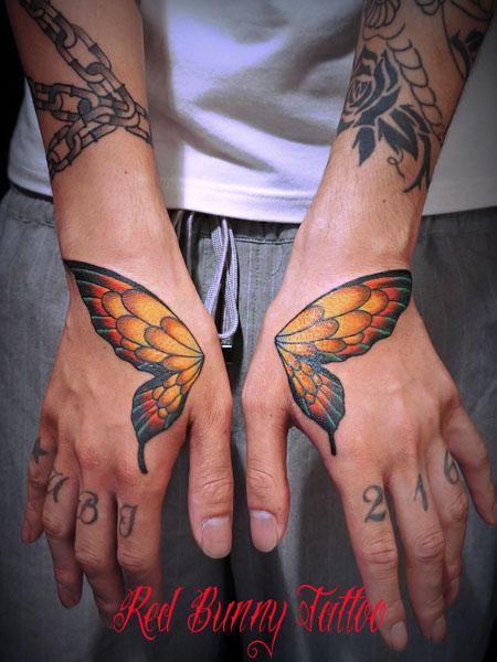 蝶の羽のタトゥーデザイン  手の甲