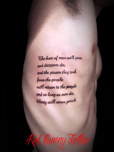 脇腹に彫った文字・メッセージのタトゥーデザイン letter tattoo