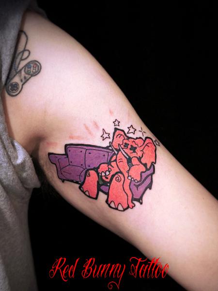 ピンクの像 持ち込みのタトゥーデザイン キャラクター