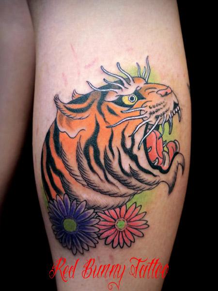 虎と花のタトゥーデザイン tiger tattoo