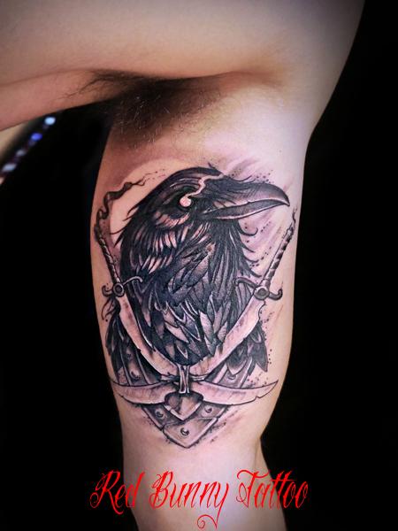 カラスと剣のタトゥーデザイン raven sword tattoo