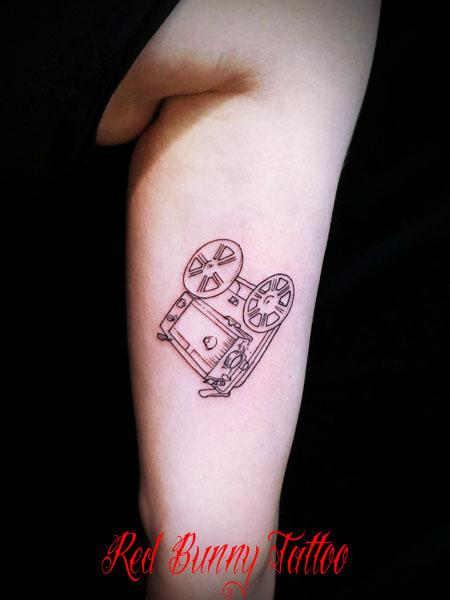線だけのワンポイントタトゥーデザイン girl tattoo