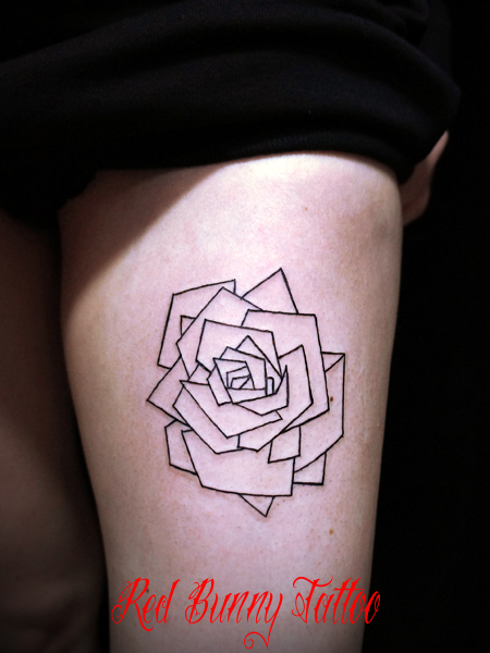 ラインだけのシンプルなバラのタトゥーデザイン