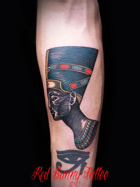 ネフェルティティのタトゥーデザイン エジプトの美女