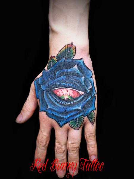 バラと目のタトゥーデザイン 手の甲のタトゥー rose eye tattoo