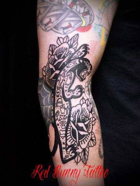 タトゥーの入ったパンサーとバラのタトゥーデザイン black panther & rose tattoo