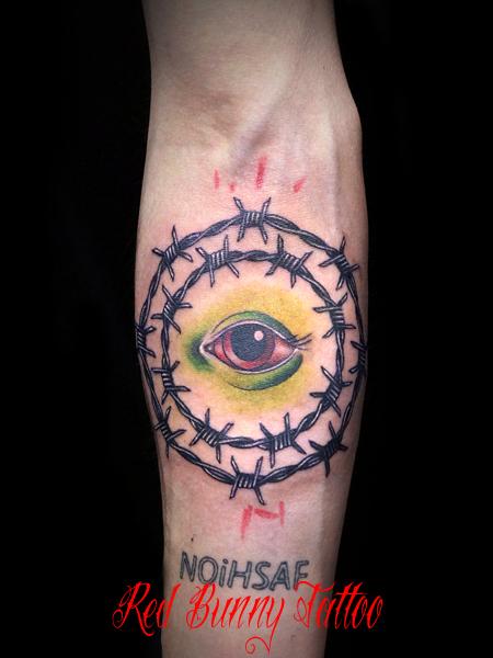 有刺鉄線と目のタトゥーデザイン Eye & barbed wire tattoo