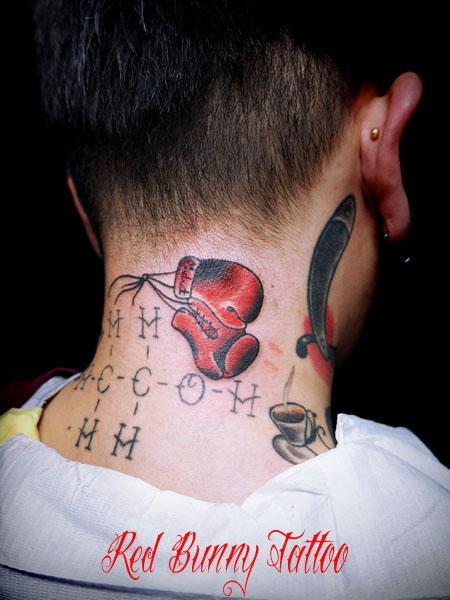 ボクシンググローブのタトゥーデザイン アメリカントラディショナルタトゥー