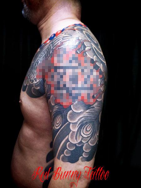 鳳凰と数珠の刺青、和彫り、タトゥーデザイン