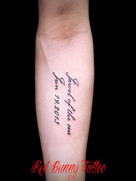 文字 メッセージ タトゥーデザイン 腕 letter tattoo