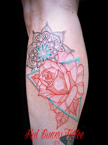 線だけでデザインしたバラのタトゥーデザイン rose tattoo