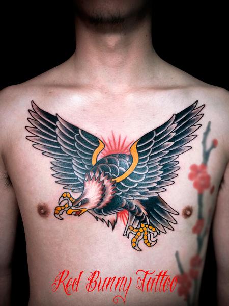 イーグルの刺青・タトゥーデザイン アメリカントラディショナル 胸 eagle-american-trad-tattoo
