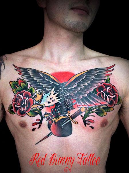 イーグルとバラの刺青・タトゥーデザイン アメリカントラディショナル 胸