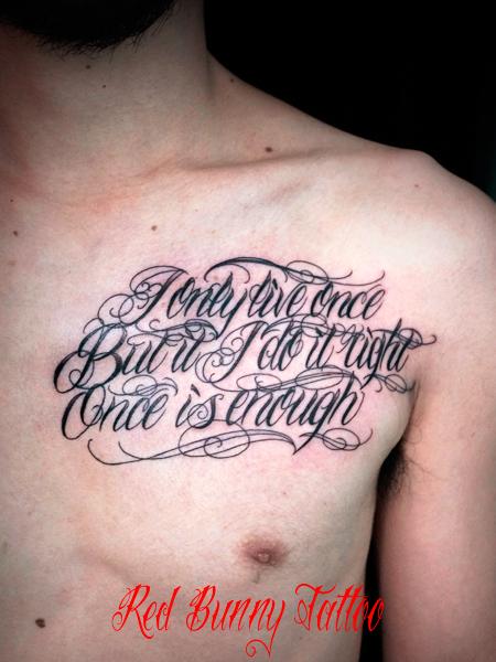 文字 筆記体 スクリプトのタトゥーデザイン  Letter tattoo 胸 メッセージ
