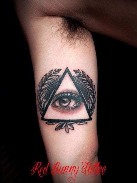 イルミナティ 目 タトゥーデザイン illuminati eye tattoo