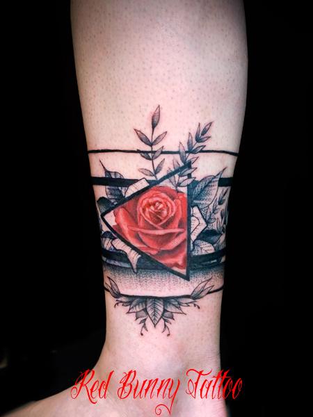 バラ 花・植物のタトゥーデザイン 足首