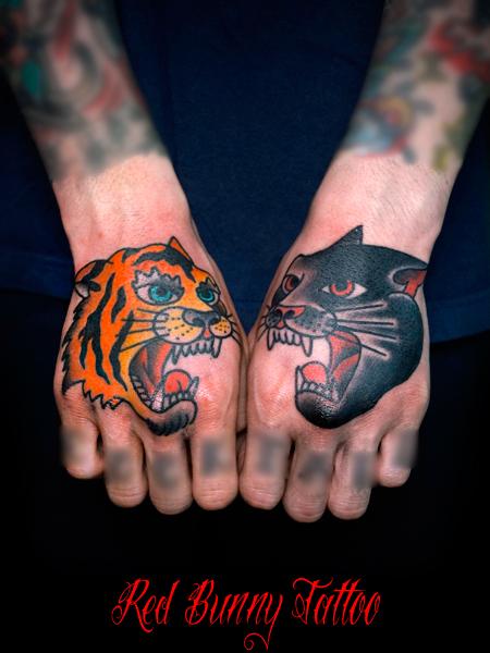 タイガー&パンサーのタトゥーデザイン アメリカントラディショナル 手の甲