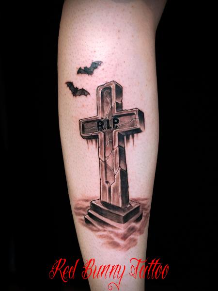 墓石・クロスのタトゥーデザイン  ブラック&グレー R.I.P. tombstone-cross-tattoo