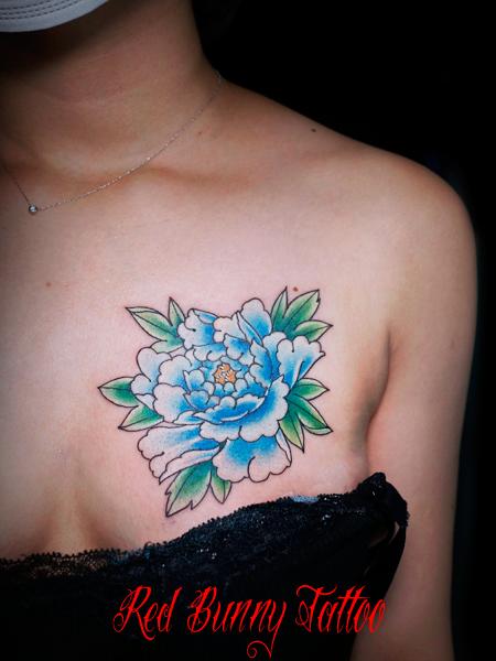花・植物・牡丹の刺青・タトゥーデザイン 女性の胸