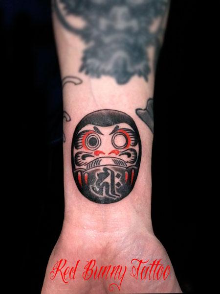 ダルマ 達磨 タトゥーデザイン 手首 daruma tattoo