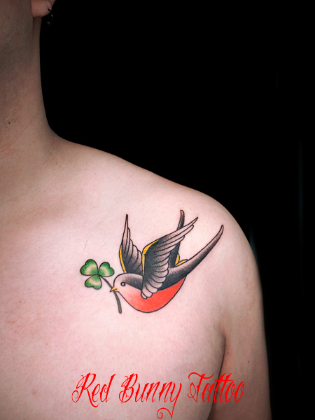 ツバメ 鳥 クローバー タトゥーデザイン 両胸 swallow clover tattoo