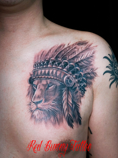 ライオン インディアン タトゥーデザイン ブラック&グレー 胸